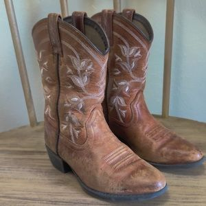 Ariat Girl's Brown Cowgirl Embroidered Boots in Size 11